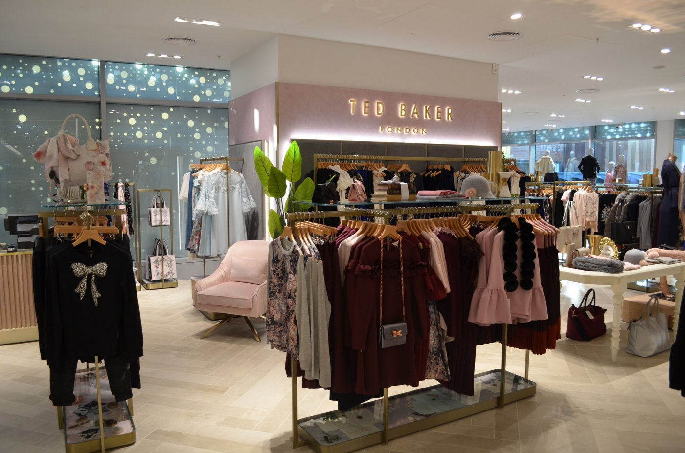 Global Wallcovering Manufacturer Delivers a Polished Performance for Ted Baker Concessions Worldwide